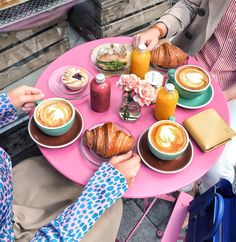 Har helt glömt att visa er när jag och Sofia hade frukost på Fabrique förra veckan (i somras känns det nästan som när man jämför med dagens väder). Sofia och jag har ju följt varandra ett tag på in…