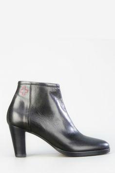 dc97e738e3d5 Die 21 besten Bilder von Shoes   Classic leather, Ankle boots und ...