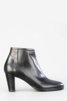 A.F. VANDEVORST CLASSIC LEATHER ANKLE BOOT BLACK