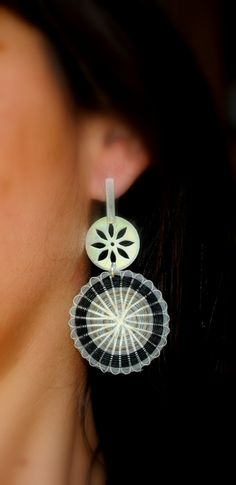 Joyeria Creativa: Navidad y Crin Ballet Flats Outfit, Lace Up Ballet Flats, Diy Earrings, Fashion Earrings, Earrings Handmade, Fiber Art Jewelry, Jewelry Art, Textiles Techniques, Wearable Art