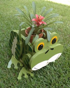 Wooden Animal Planter - Frog by CutsNCrafts on Etsy