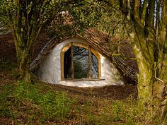 Organic House - natural (nontoxic/low energy/eco), close to nature and self built ... Being built mostly from imagination, optimism and rubbish,the process is naturally organic ...
