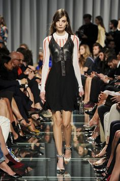 Louis Vuitton Resort 2015 – Vogue