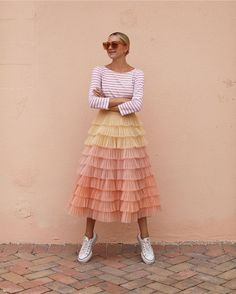 Top striped top long sleeves tulle skirt midi skirt sneakers converse To Look Fashion, Skirt Fashion, Fashion Outfits, Womens Fashion, Fashion Trends, Gypsy Fashion, Unique Fashion, Fashion Ideas, Fashion Tips