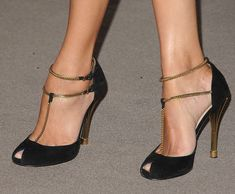 Zoe Saldana was spotted flaunting her legs in a stunning pair of pumps from the Gucci Spring 2012 collection at LACMA's Art And Film Gala in LA last Dream Shoes, Crazy Shoes, Me Too Shoes, Pretty Shoes, Beautiful Shoes, Zapatillas Casual, T Strap Sandals, Shoes Sandals, T Strap Shoes