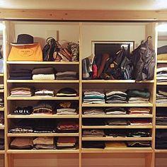 女性で、3LDKの、My Shelf/クローゼット/洋服収納/パイン材/オープンクローゼット/PRADA/カバン収納/ウォークインクローゼット収納/山善収納部/いいね♥300人感謝です♥/RoomClipmagに掲載されました/見せる派/10000人の暮らし/●●の置き場所/洋服・バッグの置き場所についてのインテリア実例。 (2016-11-09 09:28:04に共有されました)