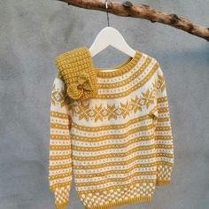 #mulpix Gul  #tradisjonsstrikk til lillesnuppa💛  #fanamønster  #fanagenser  #snuppelinelue  #barnestrikk  #strikk  #strikking  #strikket   #norskeikoner  #strikkedilla  #knit  #knitting  #knitted  #knittersofinstagram  #knitstagram  #instaknit  #handmade  #yarn  #dropsfan  #dropscottonmerino  #følgstrikkere   #dropsgarn  #knitting_inspiration  #sticka  #strik  #stricken  #knittinginspiration