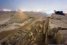Egitto, scalano la piramide di Cheope di notte: le immagini mai viste