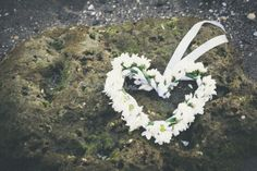 Corona de flores de P. Domenech Fotografía - http://www.bodas.net/fotografos/p-domenech-fotografia--e33033/fotos/20