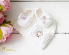 This is the colors overflow newborn prop set! Adorable crocheted booties and beanie are made with ultra soft acrylic yarn that is super comfy for newborn babies.   This item is ready to ship 3-5 days
