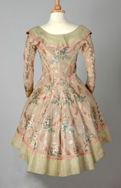 Work less, chill more, and have better success - http://mbatemplates.com - jeannepompadour:  Silk caraco jacket,  1770s Britain,  October 21, 2014, 1:00 pm