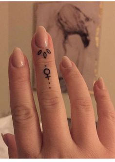 50 delicate and tiny finger tattoos to inspire your first (or next) body art Hand Tattoos, Sharpie Tattoos, Tiny Finger Tattoos, Cute Tattoos, Body Art Tattoos, Small Tattoos, Sleeve Tattoos, Sexy Tattoos, Tatoos