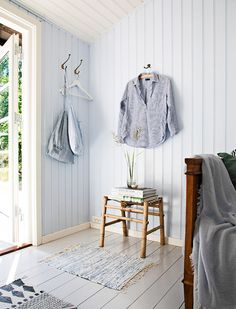 [New] The 10 Best Home Decor Ideas Today (with Pictures) - Lidt mere fra annekset glæder mig til sommerferien for Modern Cottage, Cottage Living, Summer House Interiors, Haus Am See, Space Interiors, Plank Walls, Beach House Decor, Home Decor, Cabins And Cottages