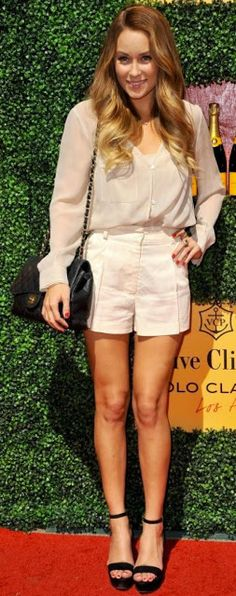 Cream-colored shorts and blouse with black heels