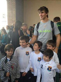 "Aww - Eben Etzebeth with kids ""een dag sal julle net so groot wees"" Eben Etzebeth, Hot Rugby Players, Gentle Giant, Best Games, Beautiful World, High School, Celebs, Appreciation, Sports"