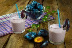 În cele ce urmează, vă propunem câteva rețete de smoothie cu prune, perfecte pentru un mic dejun sănătos.