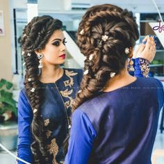 5 absolutely stunning bridal hairstyles to go with a bridal ghoonghat - indian . - 5 absolutely stunning bridal hairstyles to go with a bridal ghoonghat – indian bridal hairstyles - Bridal Hairstyle Indian Wedding, Wedding Guest Hairstyles, Indian Bridal Hairstyles, Wedding Hair Down, Wedding Hair And Makeup, Hair Makeup, Bridal Henna, Celebrity Hairstyles, Cool Hairstyles