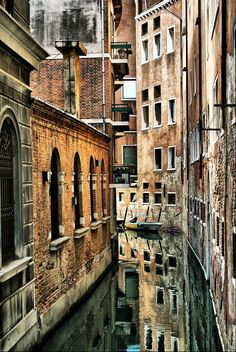 Venedig, Italien – Anne-Sophie Hostert – Join the world of pin Beautiful Places In The World, Places Around The World, Oh The Places You'll Go, Travel Around The World, Places To Travel, Places To Visit, Around The Worlds, Venice Travel, Italy Travel