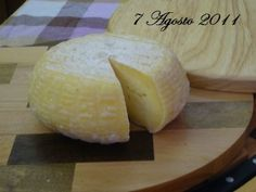Formaggio, tipo montasio, fatto in casa.cheese to be tried and tasted! No Salt Recipes, Cheese Recipes, Cooking Recipes, Mozzarella, Queso Cheese, Italian Cheese, Lactation Recipes, Homemade Cheese, How To Make Cheese