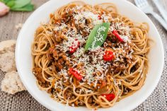"""6 minutes to skinny - One Pot Spaghetti Bolognese - Watch this Unusual Presentation for the Amazing to Skinny"""" Secret of a California Working Mom Healthy Spaghetti Bolognese, Healthy Chicken Spaghetti, One Pot Spaghetti, Slow Cooker Spaghetti, Best Spaghetti, Spagetti Bolognese Recipe, Healthy Mummy Recipes, One Pot Meals, Main Meals"""