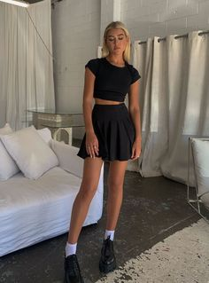 Black Mini Skirt Outfit, Black Pleated Skirt Outfit, Black Skirts, Skater Skirt, Outfit With Skirt, Cute Summer Outfits, Cute Casual Outfits, Cute Outfits With Skirts, Vetement Fashion