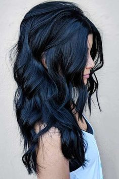 Black Long Waves ❤ There are a ton of cute haircuts for heart shaped faces to choose from. Girls with heart shaped faces are truly blessed. Check out these popular looks. Long Brown Hair, Dark Hair, Blue Hair, Black Hair Blue Tint, Dark Blue, Face Shape Hairstyles, Girl Hairstyles, Black Hairstyles, Bridal Hairstyles