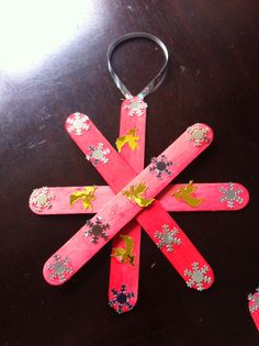Easy toddler craft done with white glue sequins and Popsicle sticks from loonie store. Perfect for Christmas :)