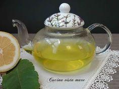 La tisana digestiva canarino era il rimedio della nonna contro il mal stomaco: acqua calda e limone per rimettersi in sesto in un attimo!