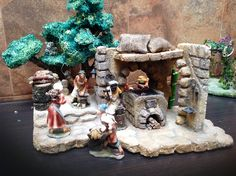 Pesebres en icopor - Herrero y Leñador 1 Christmas Decorations, Christmas Ideas, Stuffed Mushrooms, Party, Nativity Sets, Birth, Manualidades, Stuff Mushrooms, Fiesta Party
