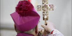 AICA :: Roban una ampolla con sangre del beato Juan Pablo II.  Roma (Italia) (AICA): Durante la noche del domingo, 26 de enero, una ampolla que contenía sangre del papa Juan Pablo II y que estaba conservada en la iglesia de San Pietro della Ienca, en L´Aquila, en la región italiana de Los Abruzos, fue robada junto con un crucifijo, según informaron fuentes policiales.