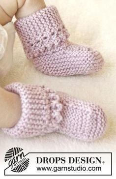 Lullaby Booties / DROPS Baby 25-4 - Knitted baby slippers in garter st with picot edge in DROPS Karisma. Size 0-4 years