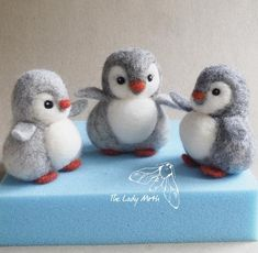 needle felted penguin fieltro PENGUIN needle felting instructions by The Lady Moth - PDF - DIY pattern - make your own cute penguin - printable instructions Needle Felting Kits, Needle Felted Animals, Felt Animals, Needle Felting Tutorials, Christmas Needle Felting, Nuno Felting, Felt Diy, Felt Crafts, Felted Wool Crafts