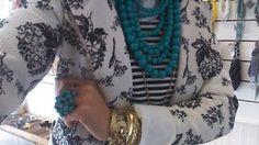 NANDA SÁ:     Mistura de estampas com uma cor de destaque!!!...