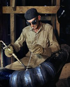 Shorpy Historical Photo Archive :: TVA: 1942 - - June Gas-welding a joint in a line of spiral pipe at the Tennessee Valley Authority's new Douglas Dam on the French Broad River. Kodachrome transparency by Alfred Palmer, Office of War Information Welding Rigs, Arc Welding, Welding Table, Pipe Welding, Welding Shop, Pipeline Welders, Shorpy Historical Photos, History Of Welding, Tennessee Valley Authority