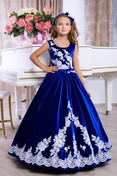 Kleider - Blaues Samt Langes Kleid für Mädchen - ein Designerstück von bondarincic bei DaWanda Little Girls Fancy Dresses, Baby Girl Party Dresses, Cute Girl Dresses, Girls Pageant Dresses, Wedding Flower Girl Dresses, Gowns For Girls, African Dresses For Kids, Baby Frocks Designs, Baby Dress Design