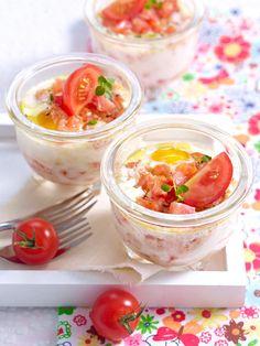 Im Wasserbad gegart, im Glas serviert: Eiertöpfchen mit Tomaten