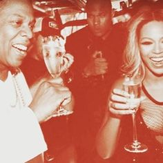 EXCLUSIVE Beyonce Knowles and Jay Z drinking champagne at Raspoutine club in Paris (305929)