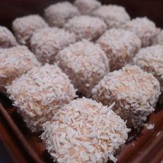 tillsatt lite mixat kokos i smeten Bagan, Grandma Cookies, No Bake Snacks, Swedish Recipes, Pavlova, Fudge, Yummy Treats, Sweet Tooth, Food Porn