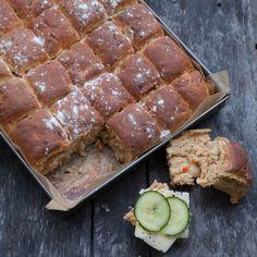 Morotsbröd-i-långpanna-web Swedish Dishes, Swedish Recipes, Savoury Baking, Bread Baking, Scandinavian Food, Snack Recipes, Snacks, Dessert Bread, Chocolate Recipes