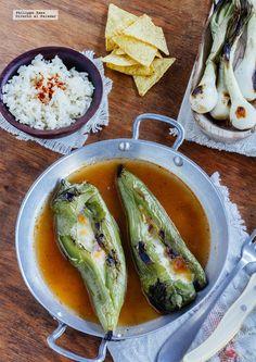 Pimientos italianos rellenos de jamón y queso. Receta con fotografías del paso a paso y recomendaciones de degustación. Recetas de verduras al h...