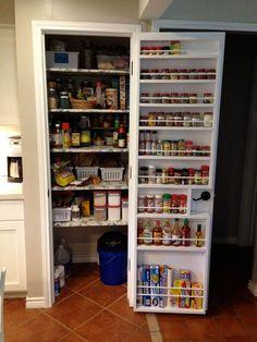 Pantry Door Storage, Pantry Door Organizer, Small Pantry Organization, Pantry Room, Pantry Shelving, Diy Kitchen Storage, Small Pantry Closet, Spice Rack Organization, Organizing