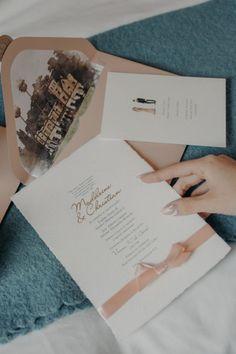 ¡Aquí las últimas tendencias! #argentina #bodas #casamientos #casamientoscomar #noscasamos #ideascasamientos #ideasbodas #invitación #tarjetasdecasamiento #diseño #deco #creatividad #diseñobonito #lettering #ilustracion #invitacioncasamiento #sobre #tarjetaoriginal #invitados Seating Plans, How To Plan, Green And Brown, Outdoor Weddings