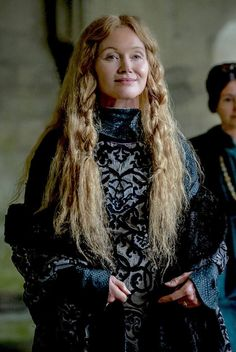 """Essie Davis as Queen Dowager Elizabeth Woodville in """"The White Princess"""" Isabel Woodville, Elizabeth Woodville, The White Princess, White Queen, Medieval Tv Shows, Elizabeth Of York, Wars Of The Roses, Costume Collection, Fantasy Dress"""