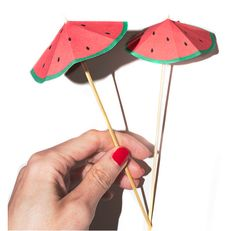 25 DIY Watermelon Craft Ideas that you NEED to make! And that means sun, and swimming, and of course juicy watermelon! So here are 25 DIY Watermelon Craft Ideas. Watermelon Crafts, Watermelon Baby, 21st Bday Ideas, Watermelon Birthday Parties, Yalda Night, Party Rock, Tropical Party, Origami, Party Accessories