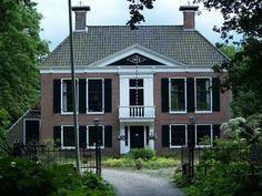 De Coendersborch is ontstaan uit de drie heerden (boerderijen) Fossema, Harckema en Heringa. Uiteindelijk kwamen de boerderijen in 1668 in het bezit Van Ludolf Coender, raadsheer in Groningen. Hij gaf opdracht de Fossemaheerd om te bouwen tot een borg en werd daarmee ook de naamgever. Lees meer over de Groningse borgen: http://www.deverhalenvangroningen.nl/alle-verhalen/de-kastelen-van-het-hoge-noorden