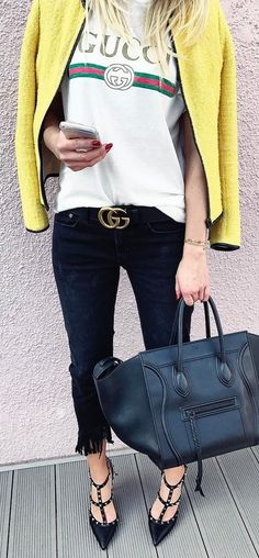 #winter #outfits ✖️ D E T A I L S ✖️Black & Yellow On Saturday   #ootd#outfitpost#outfitshare#outfitoftheday#details#style#stylist#instastyle#milano#streetstyle#gucci#valentino#zara#celine#fashiondiaries#outfitinspiration#fashionista#fashiongram#fashionpost#fashionblog#germanblogger#igers#followme#spring#weekend#beautiful#lifestyle