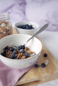 Do you like homemade almond milk but don't like wasting the pulp? Try this almond granola!