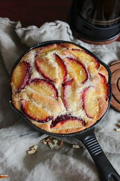katie's kitchen journal: Roasted Plum and Almond Skillet Cake - I absolutely love this recipe! It's so fluffy and delicious! Cast Iron Skillet Cooking, Iron Skillet Recipes, Cast Iron Recipes, Sweet Recipes, Cake Recipes, Dessert Recipes, Milk Recipes, Pizza Recipes, Food Cakes
