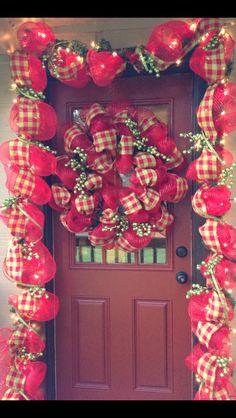 Christmas door :) Christmas Door, Christmas Trees, Christmas Decorations, Holiday Decor, Decorated Doors, Deck The Halls, Elf, Seasons, Holidays