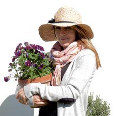 Hemma hos trädgårdsdesigner Cecilia Tidstrand i Viken! Raised Planter Beds, Garden Show, Anna, Houzz, Pergola, Inspiration, Biblical Inspiration, Arbors, Inspirational